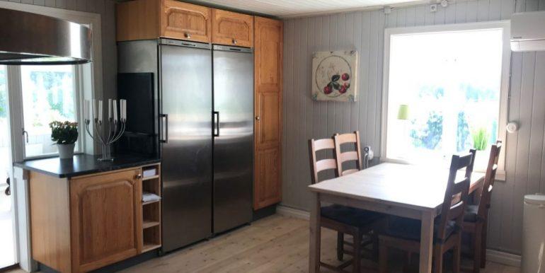 Kitchen-left-1024x768